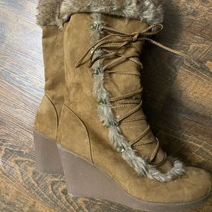 Women's Wedge Boot With Faux Fur Trim